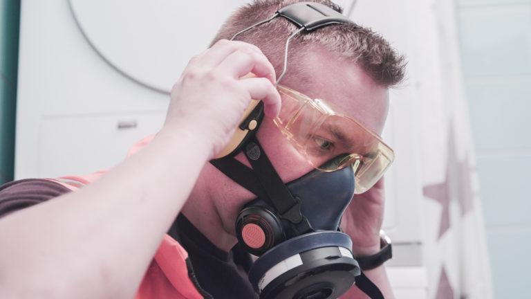 Asbestinäytteen ottajalla tulee olla asianmukaiset suojavarusteet